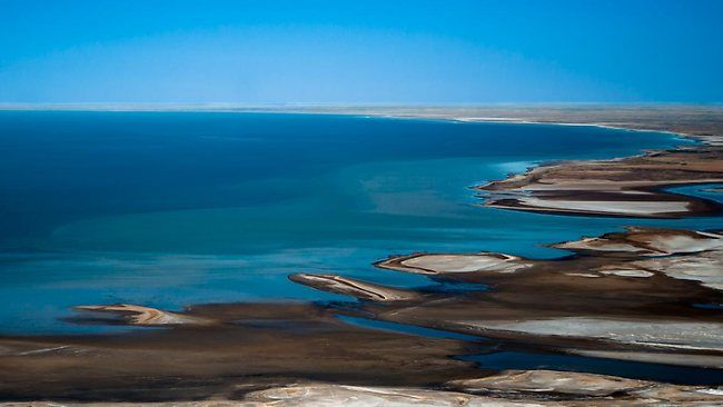 Lowest Point In Australia Lake Eyre At 49 Ft Below Sea Level On The Rare Occasions That It Fills The Largest Lake In Australia Lake Eyre Around The Worlds