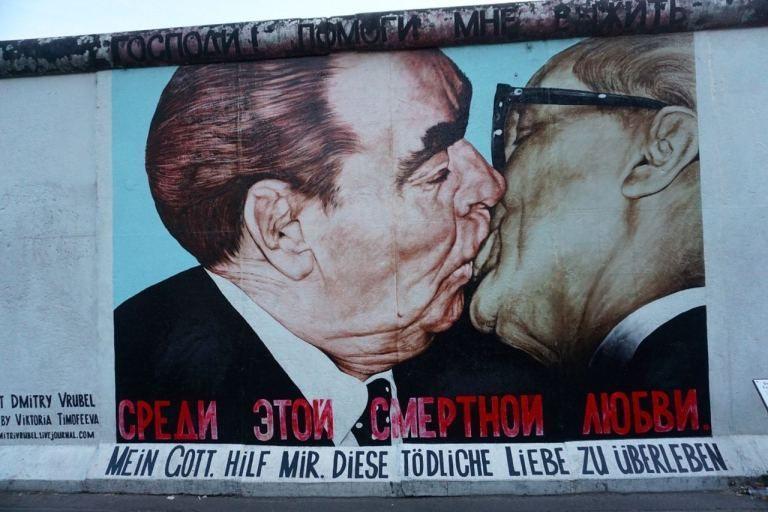 Ou Voir Le Mur De Berlin Les Cinq Vestiges A Ne Pas Manquer A Ticket To Ride Murdeberlin Ou Voir Le Mur De Berlin East Side Gallery Berlin Wall Berlin Art