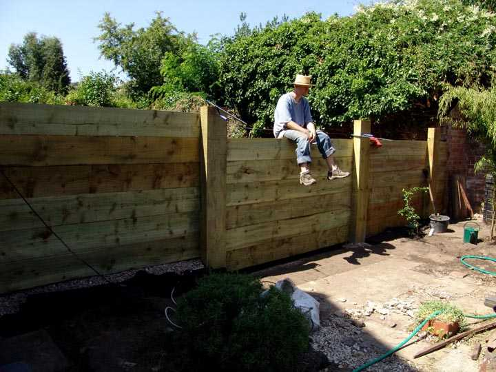 garden ideas fencing with railway sleepers