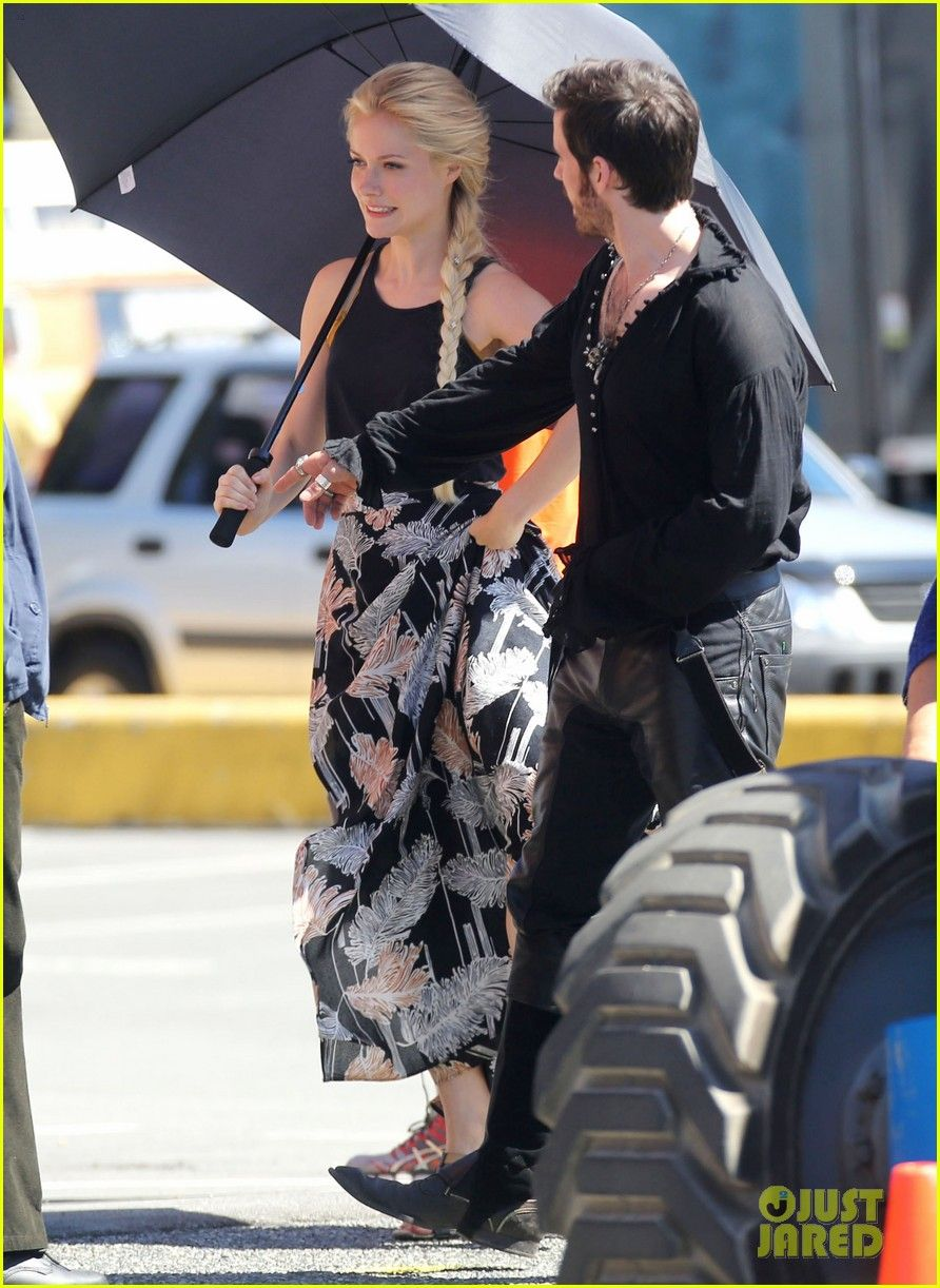 First Pics Of Georgina Haig As Frozen S Queen Elsa On Once Set Once Upon A Time Colin O Donoghue Ouat