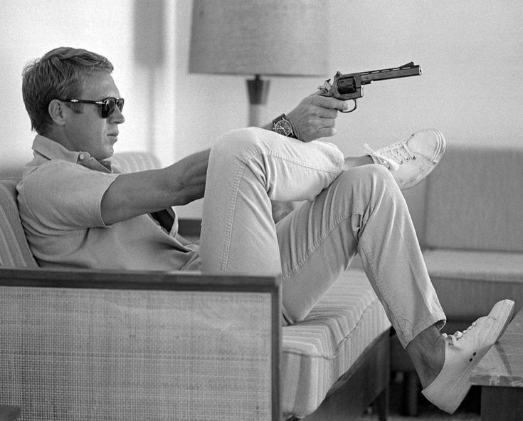 Details about STEVE MCQUEEN W PISTOL PALM SPRINGS HOME 8X10 CELEBRITY PHOTO PICTURE CLASSIC  Details about STEVE MCQUEEN W PISTOL PALM SPRINGS HOME 8X10 CELEBRITY PHOTO P...