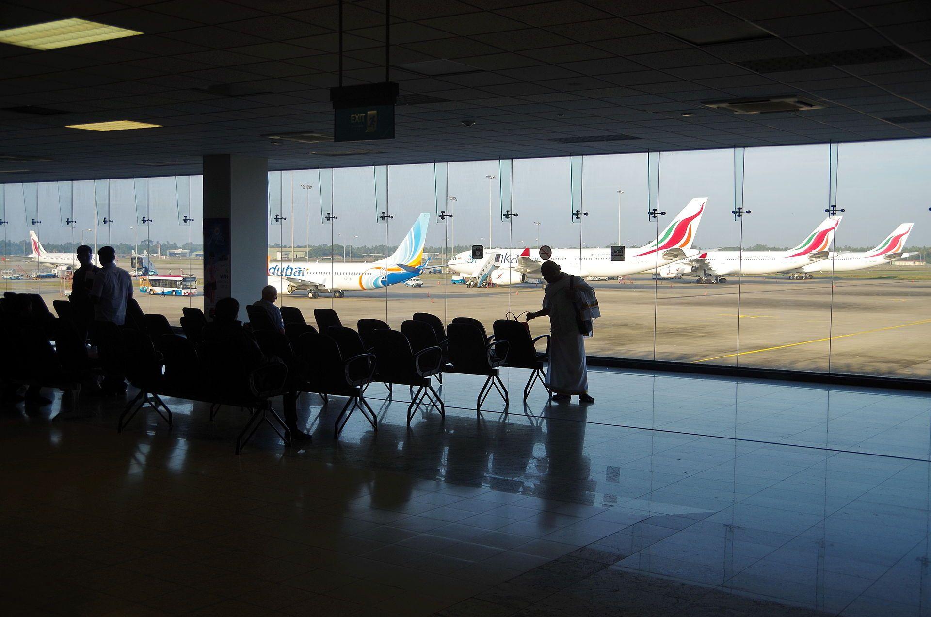 Atentate In Sri Lanka Autorit Ile Aeroportuare Sunt In
