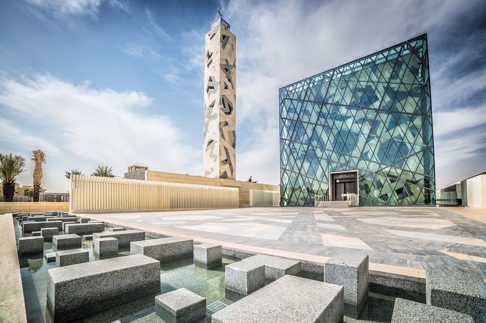 Cube-shaped Mosque levitating Above Water in Riyadh | HOK