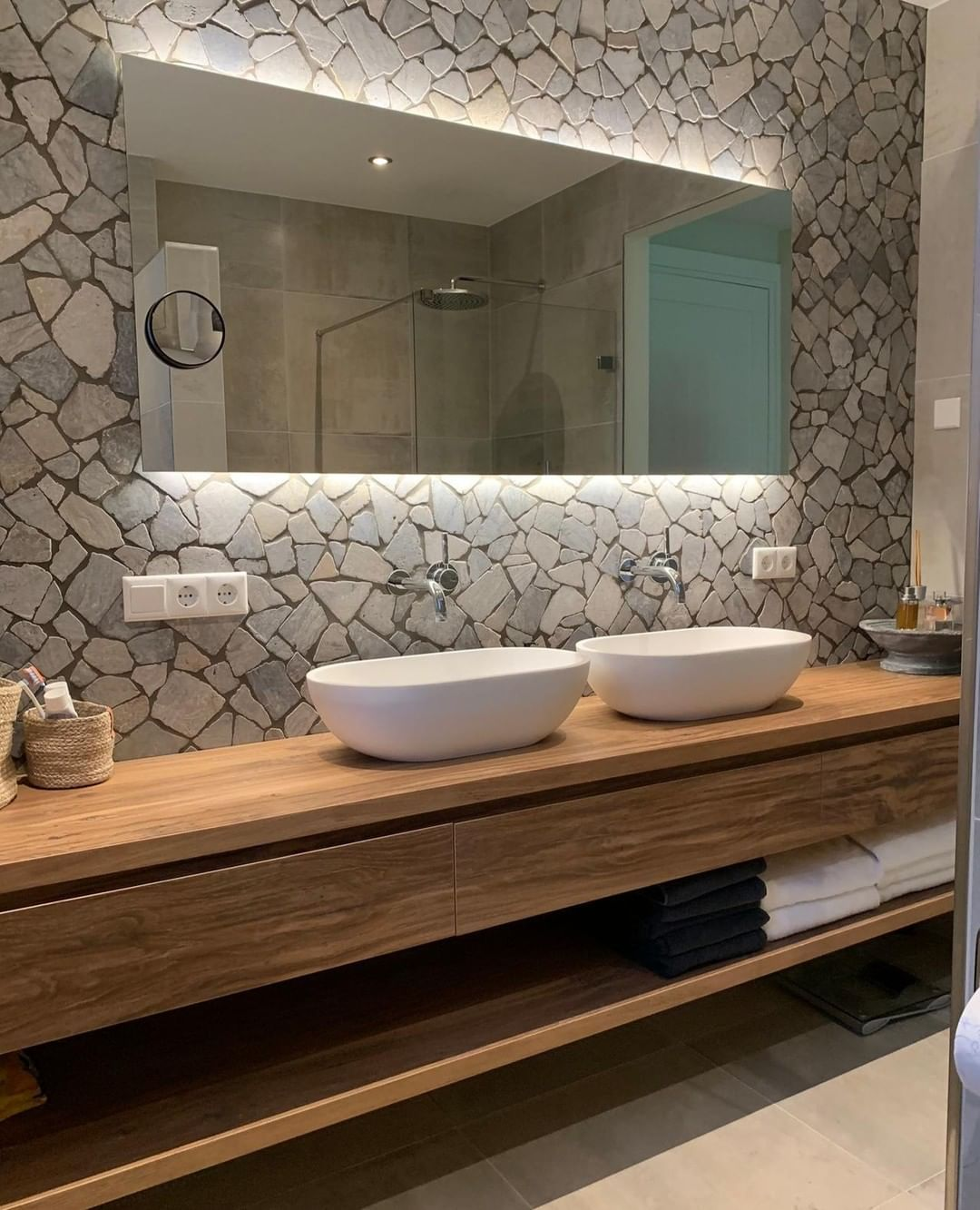 Natuursteen Totaal Bv Auf Instagram Bathroom Inspiration Made By Natuursteentotaal Rij Bathroom Design Luxury Bathroom Farmhouse Style Architecture Bathroom