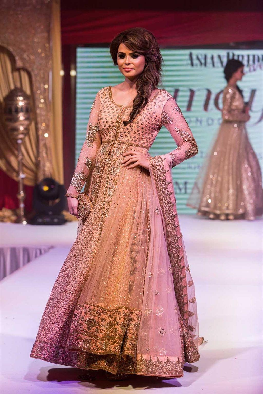 Gold Bridal Lengha Gown by Amaya Ashu | brides | Pinterest | Traje