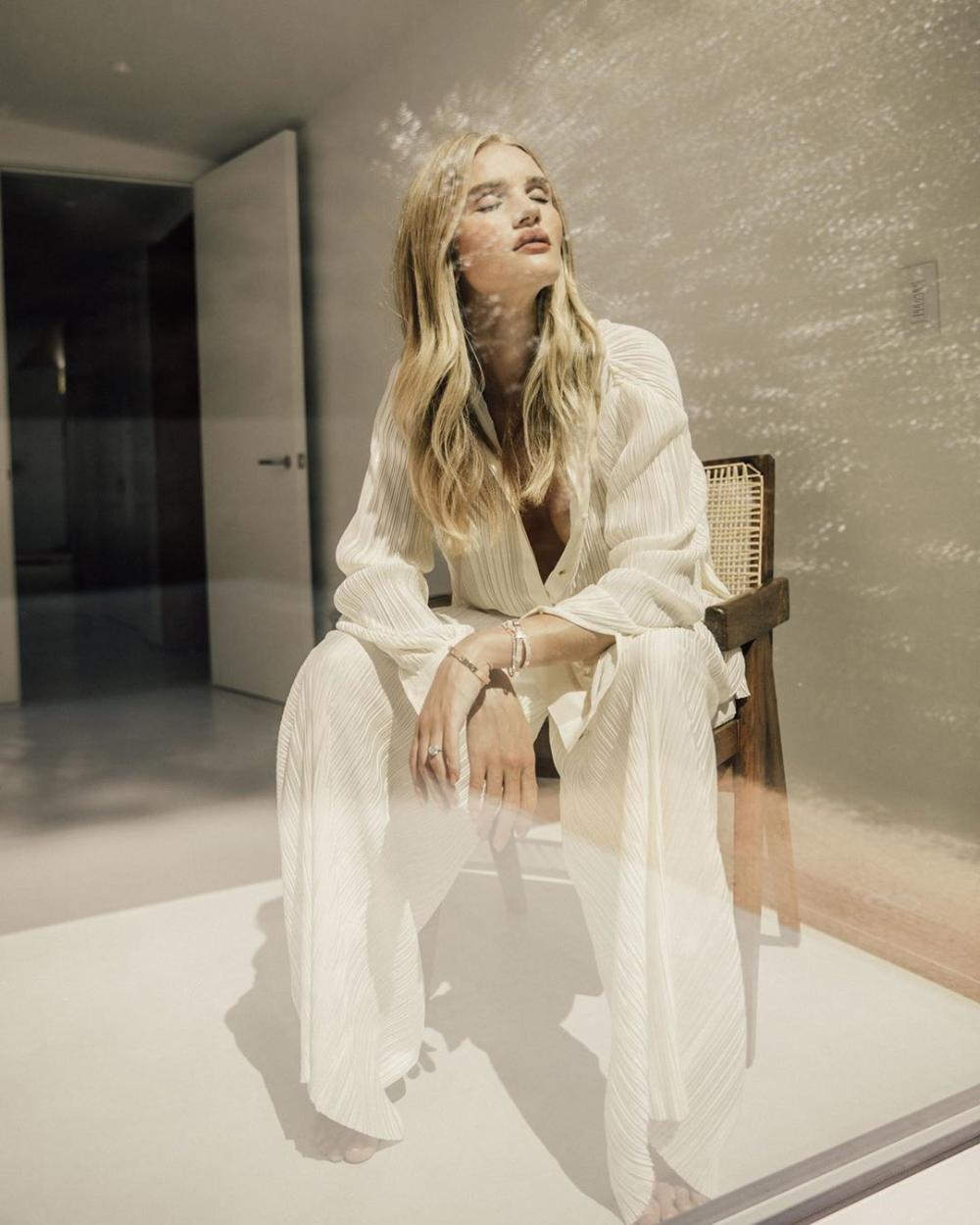 Fashion style: αυτό είναι το trend που έχουν λατρέψει φέτος οι γυναίκες της μόδας ! Rosie Huntington Whiteley