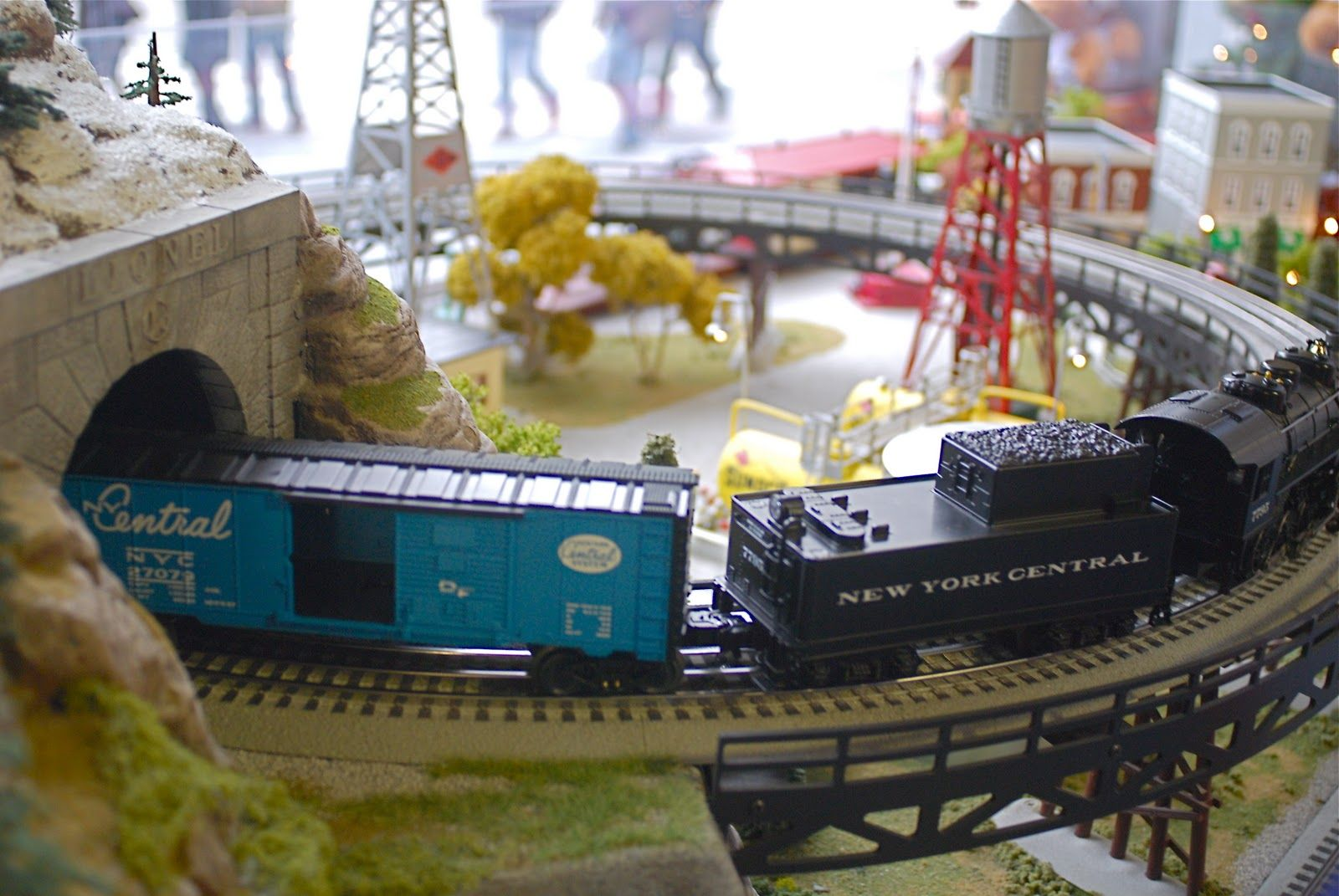 NYC ♥ NYC: Lionel Model Train Holiday Pop-Up Store