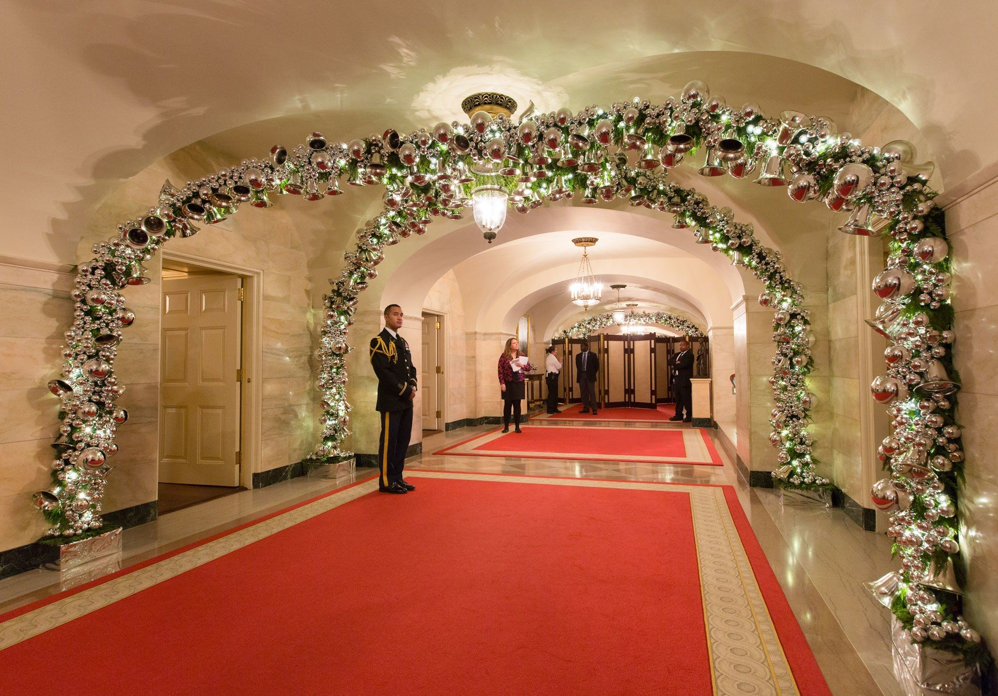Inside The 2015 White House Christmas Decorations Created By Flotus S Favorite Planner Bryan Rafanelli White House Christmas White House Christmas Decorations White House Christmas Tree