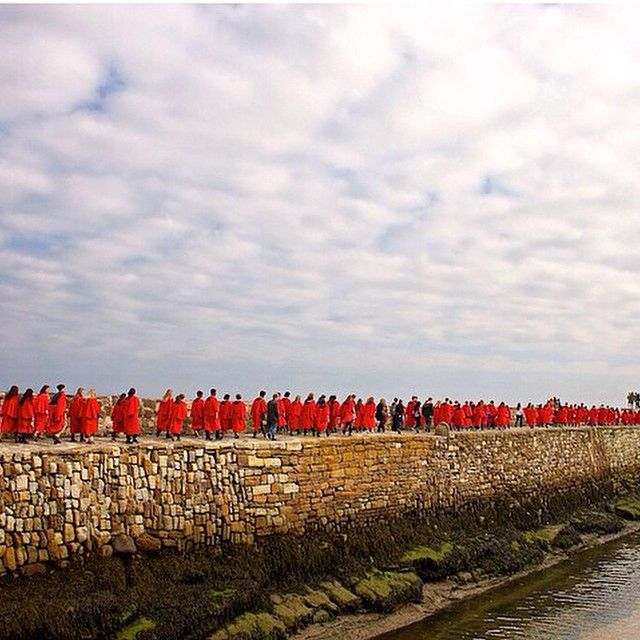 A scarlet line as @uniofstandrews students walk along the #pier yesterday. Such…