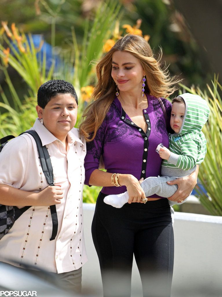 The Most Stylish Screen Mothers Ever Style After Nine Modern Family Modern Family Gloria Stylish