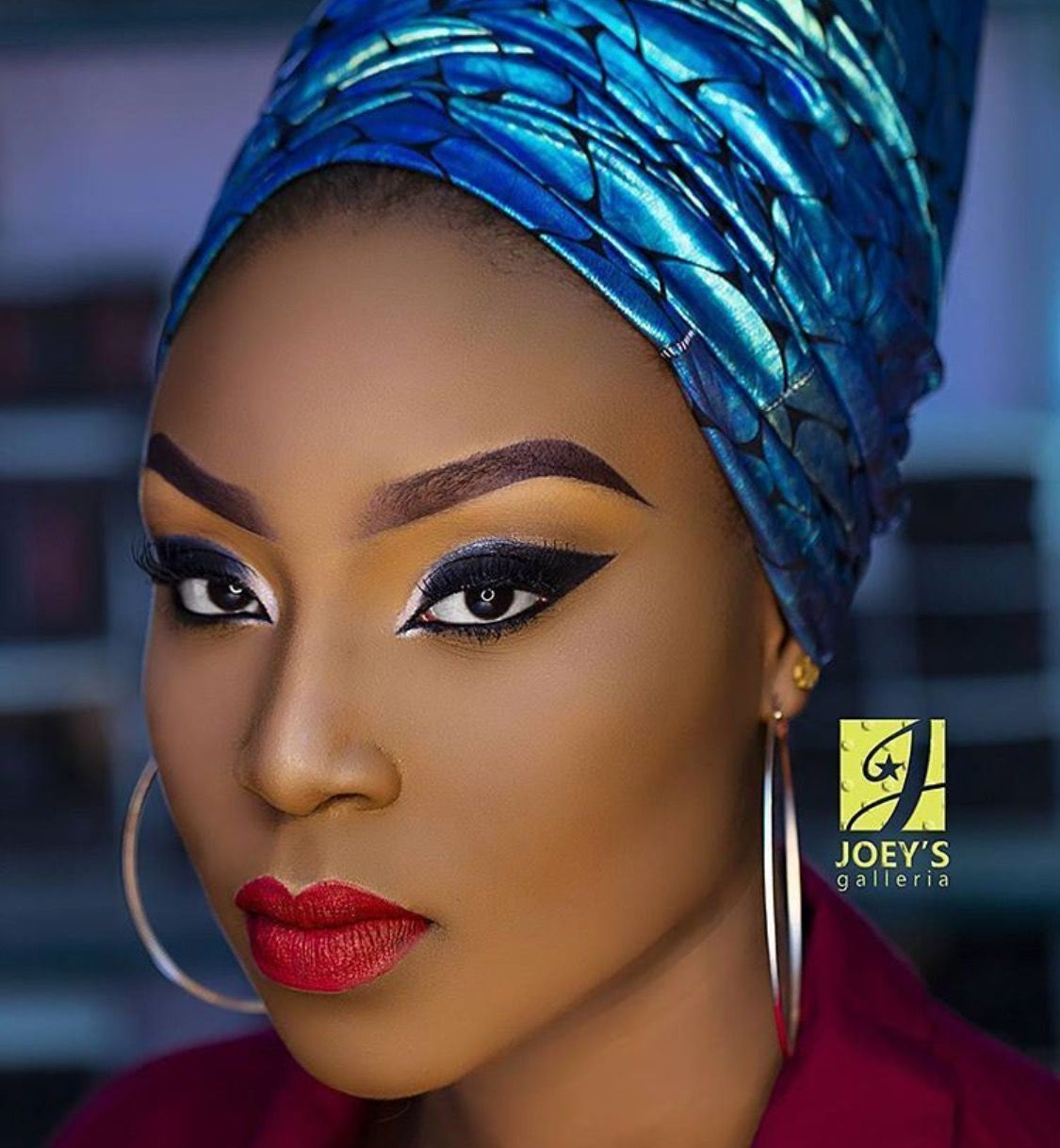 23 Great Make-Up Looks for Black Women's Skin | Styles Weekly  |Women Black And Blue Mascara