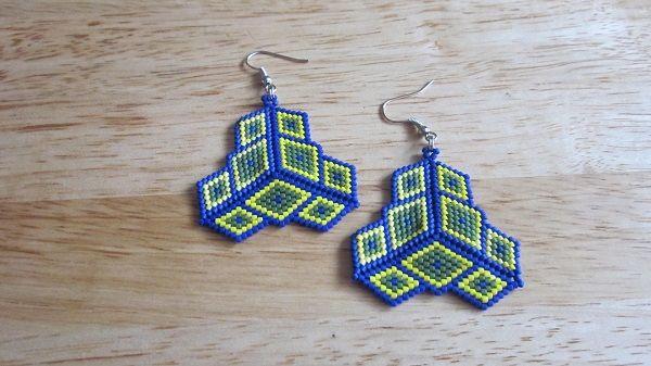 Peyote stitch cubes