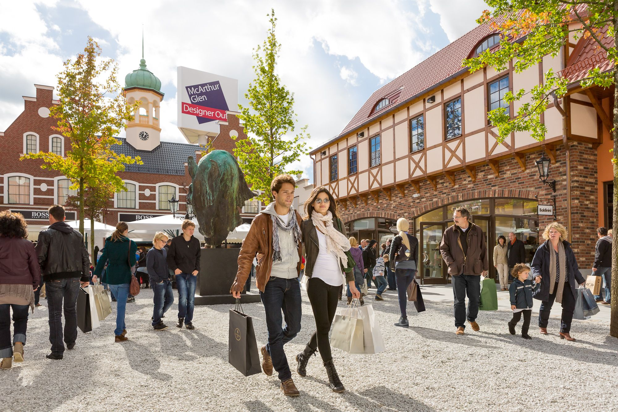 Chinese tourists deliver record sales for McArthurGlen - http://goo.gl/NDDVGC