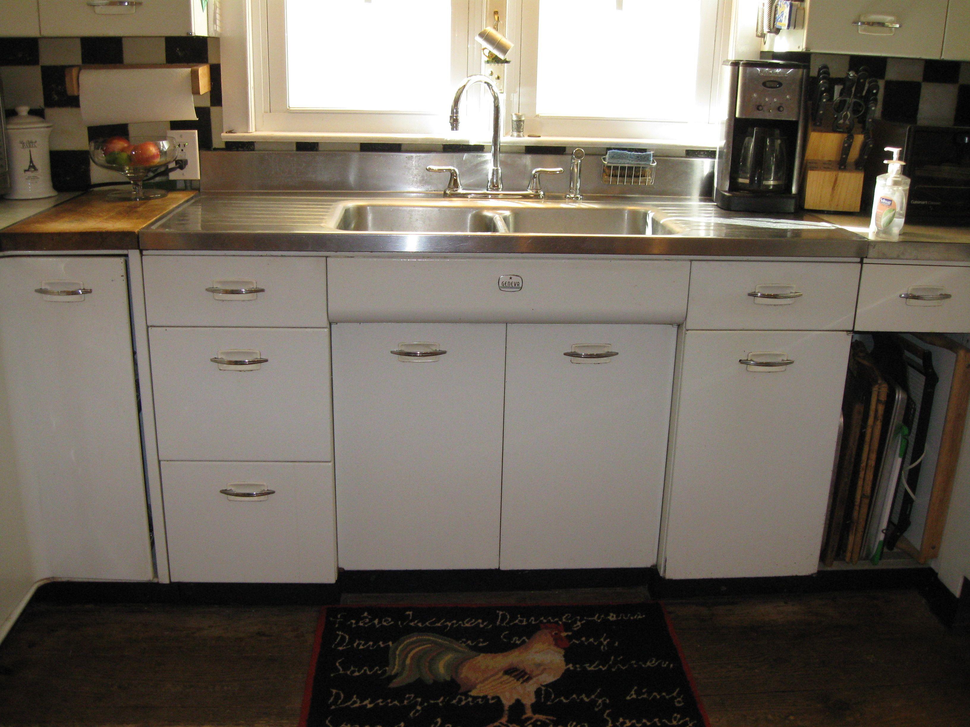 Geneva Cabinets Complete Set For Sale $1200  Or Best Offer. 10 Cabinets  Total.