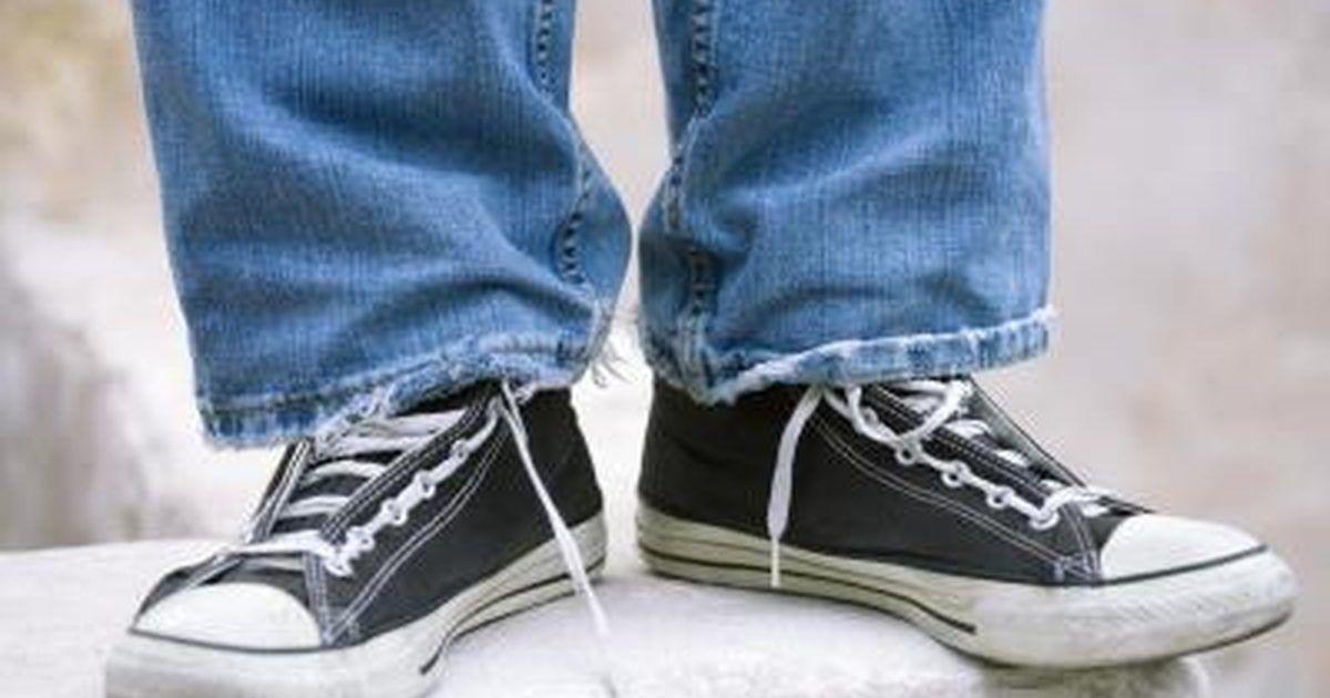 new style 0020c c4f24 Cómo reparar suelas gastadas de los zapatos de tenis. Para prolongar la  vida útil de tu par favorito de zapatos de tenis viejos, repara las suelas  gastadas ...