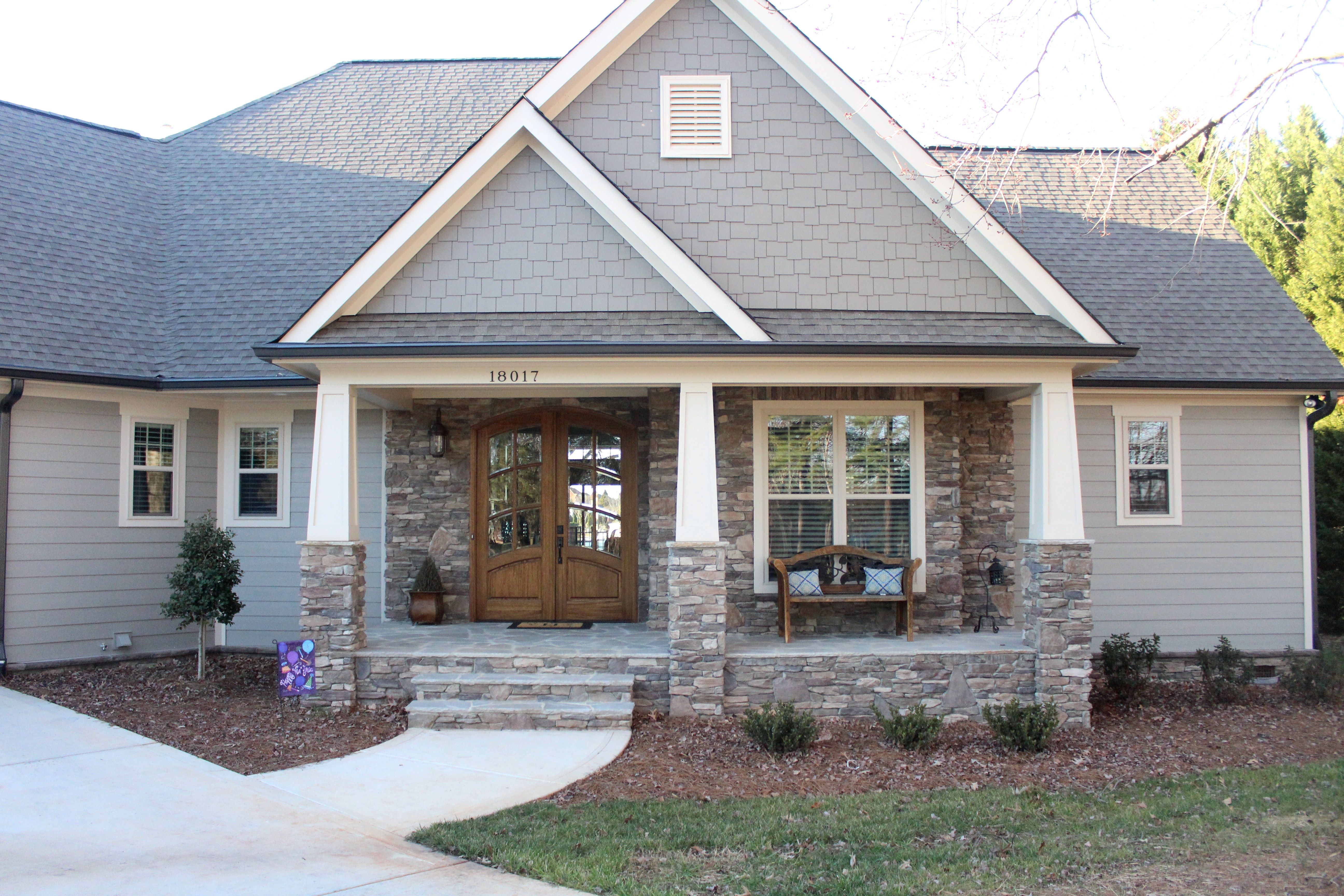 Home of the month lake house reveal for Aggiunte garage per case in stile ranch