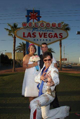 Las Vegas Wedding Officiated By An Elvis Impersonator