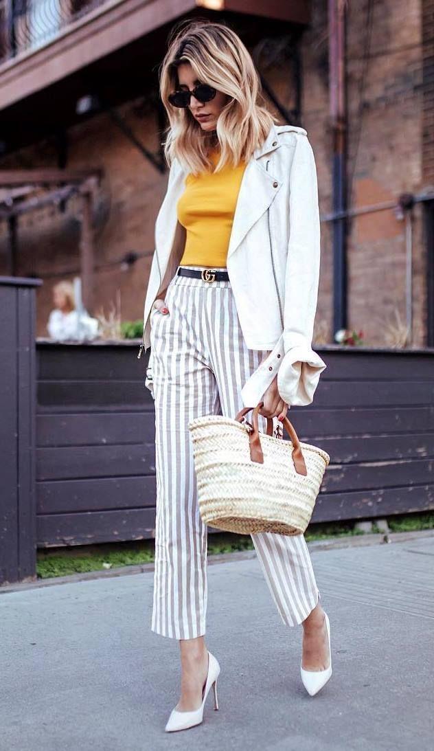 b6c413d0b0 idea impresionante del equipo   chaqueta blanca + pantalones rayados +  bolso + tacones + top