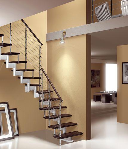 Escalera en l con zanca central modular para espacios for Gradas de madera para escaleras