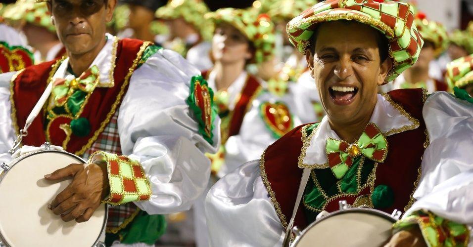 Integrantes da escola de samba Mancha Verde durante o desfile no Anhembi