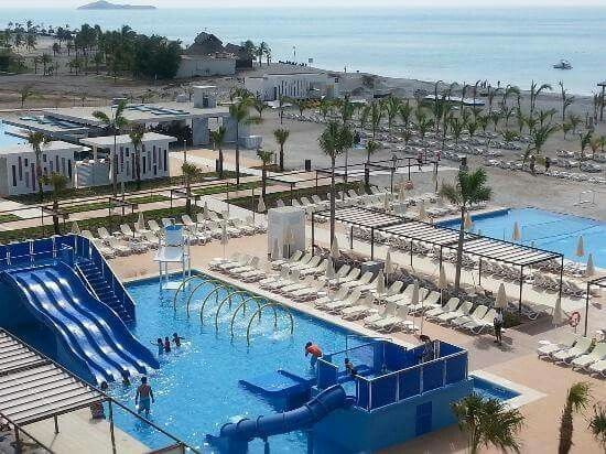 Hotel riu playa blanca su exclusivo servicio todo for Piscina 24 horas madrid