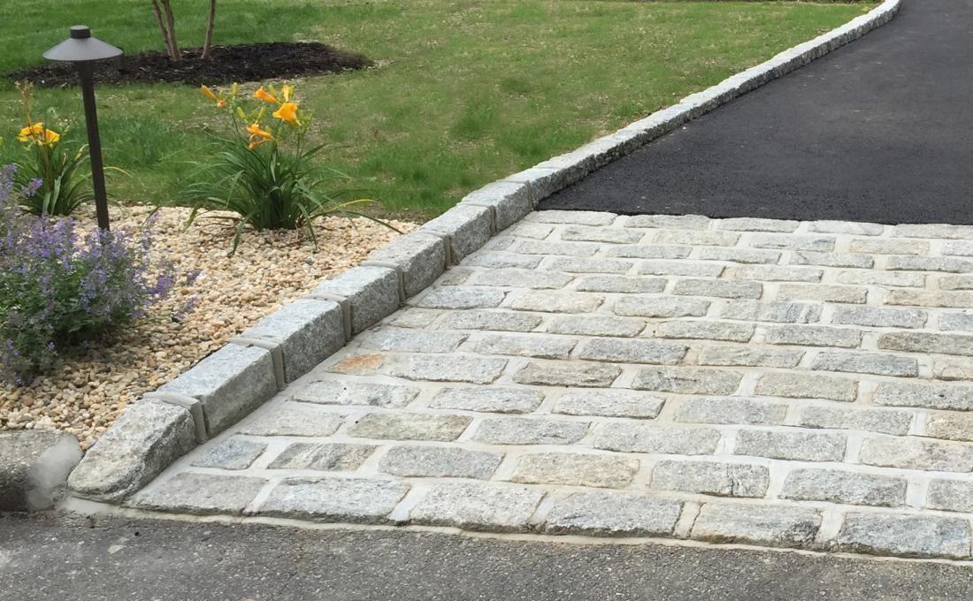 Cobblestone Driveway Apron With Belgium Block Curbing Driveway Edging Driveway Landscaping Driveway Apron