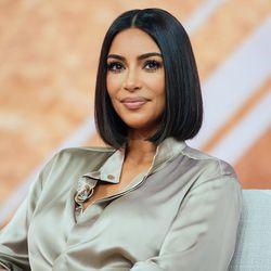 Neue Haare Kim Kardashian Zeigt Den Braun Ton Fur Den Herbst Und Er Steht Dir Garantiert Genauso Gut Kim Kardashian Short Hair Kim Kardashian Hair Short Hair Styles