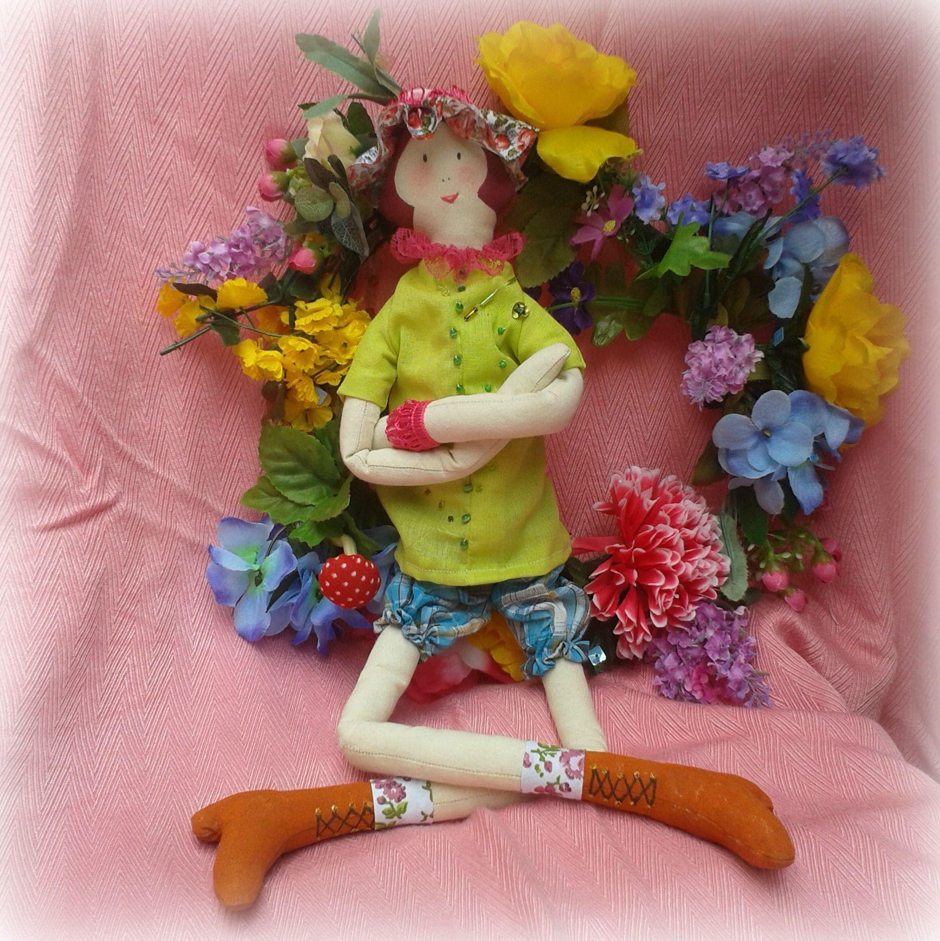 Mais uma bonequinha feita por mim. Espero que gostem. https://www.facebook.com/pages/Fadas-de-Luz/186631448118452?ref=aymt_homepage_panel