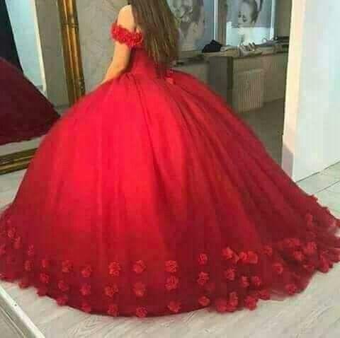 f54d73475 Hermoso vestido de quince años rojo con flores abajo rojo y hermosas ...