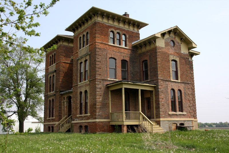 Save This House: An Italianate Manor in Central Illinois