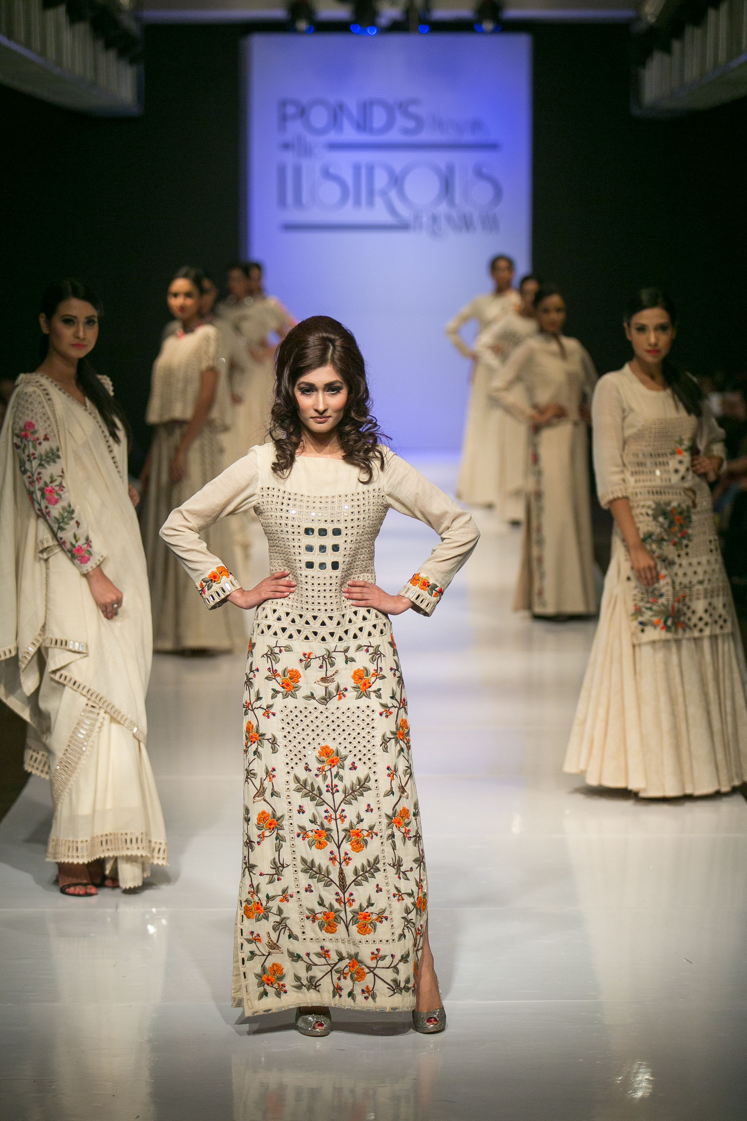 Purvi doshi with shishir hassan walked for the lustrous runway in