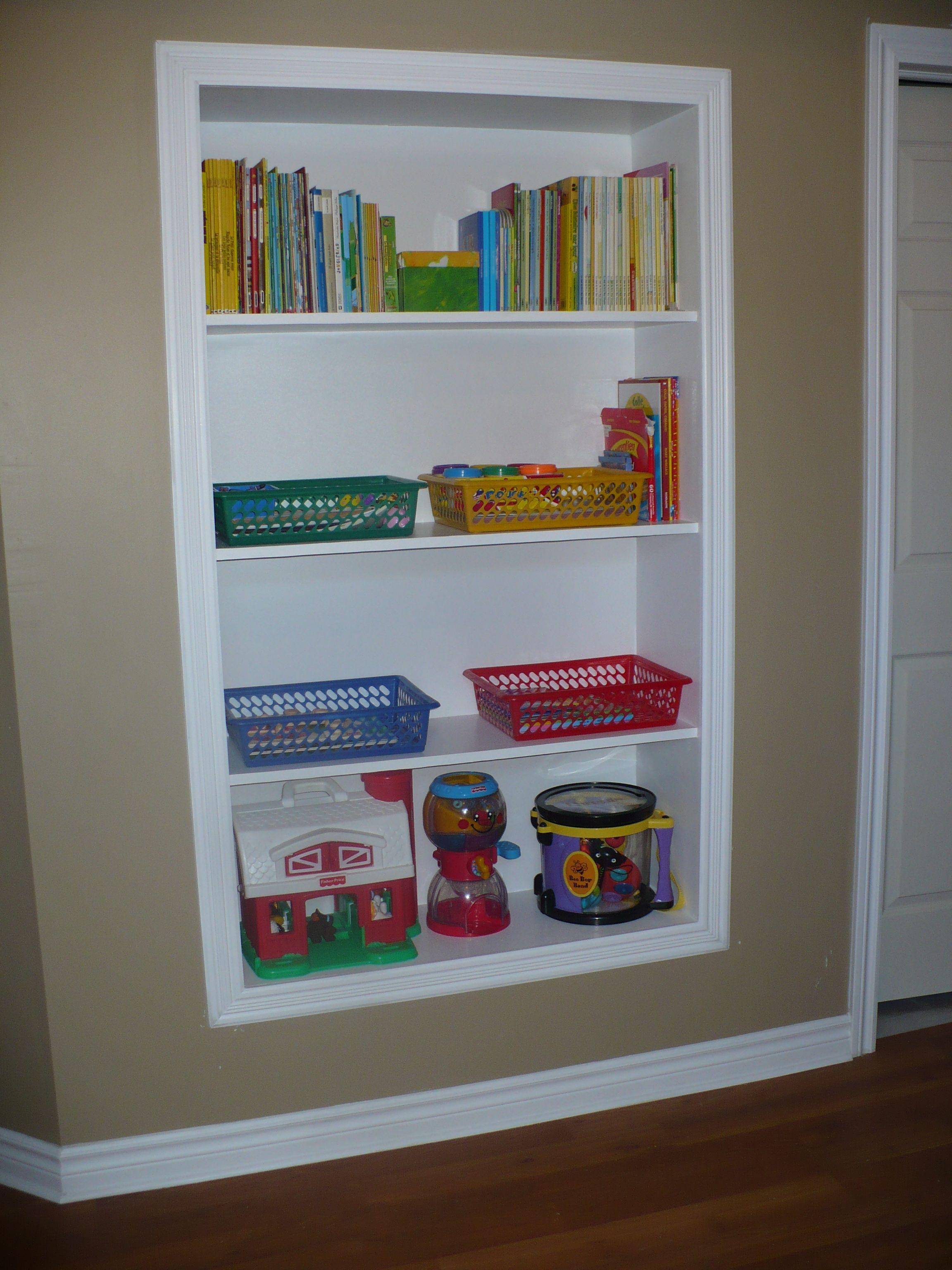 ma biblioth que encastr e dans la salle de jeu sauve de l. Black Bedroom Furniture Sets. Home Design Ideas