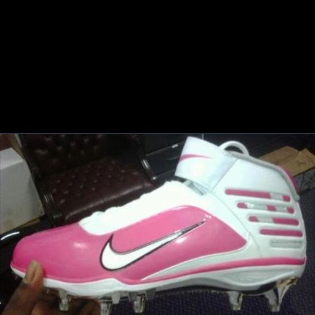 I WANT THESE PINK SOFTBALL CLEATS