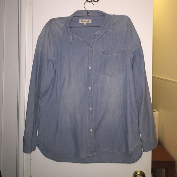 Madewell Chambry Shirt Great quality Madewell Chambry light blue shirt. Only worn a handful of time. No trades please. Price negotiable, make an offer! Madewell Tops Button Down Shirts