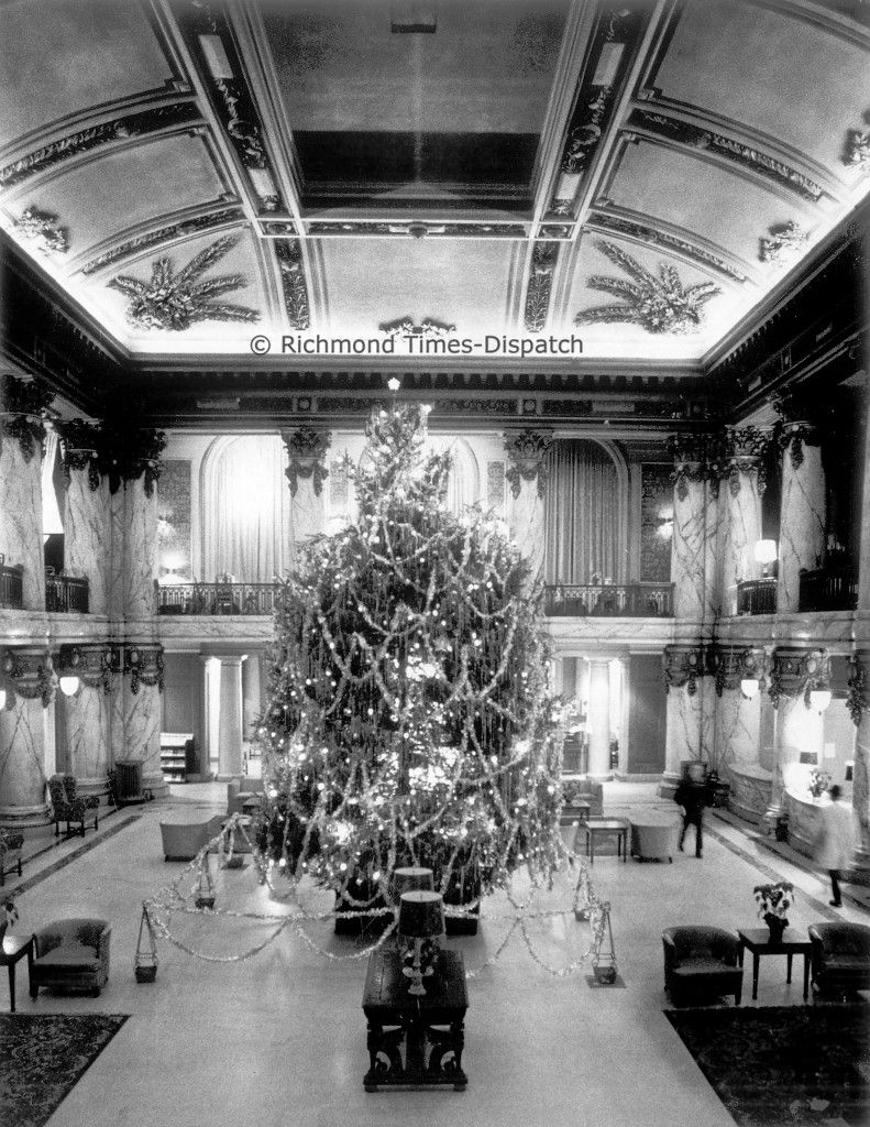 jefferson hotel s lighted christmas tree in the atrium. Black Bedroom Furniture Sets. Home Design Ideas