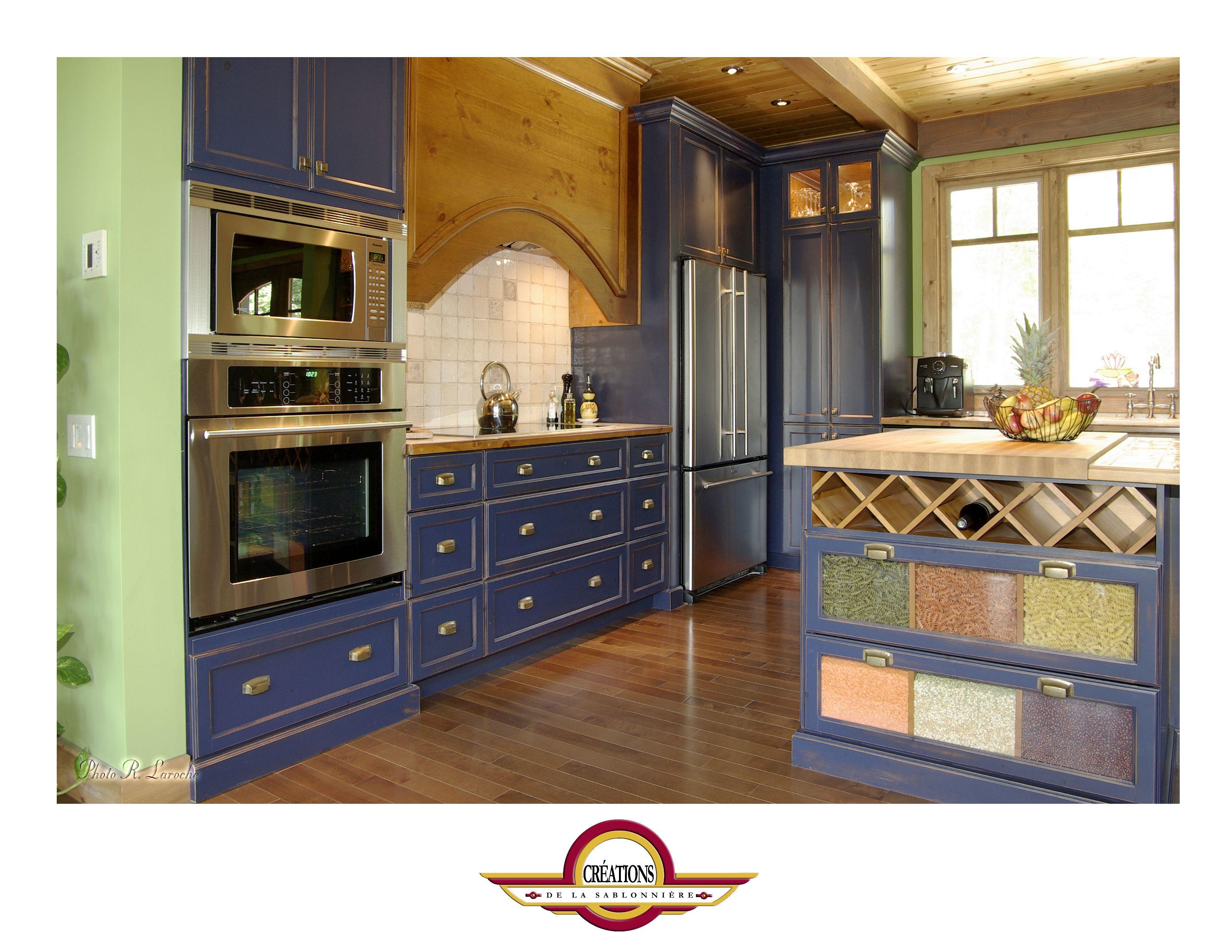 Cuisine Provencale Blanche Et Bleue armoire de cuisine de couleur bleu provence avec les façades