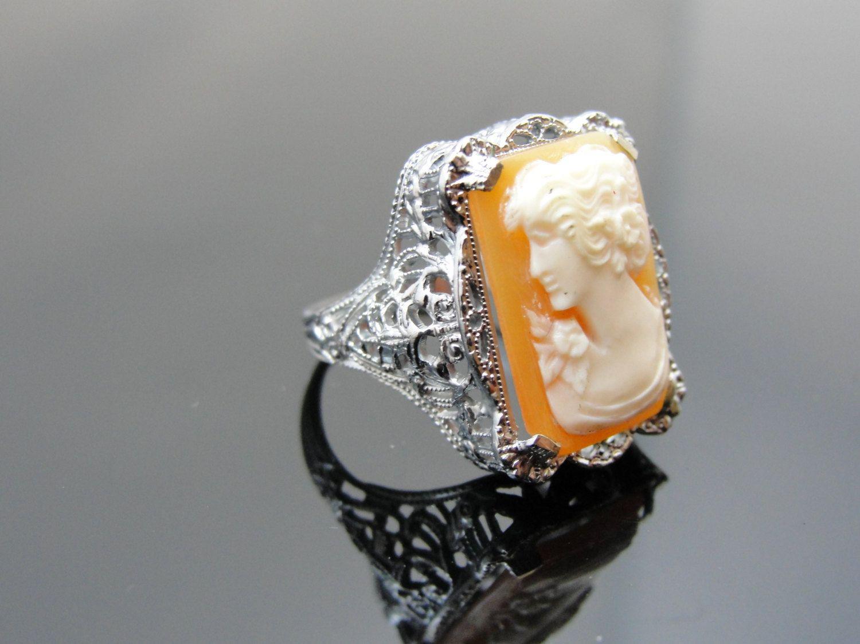Ladies Cameo Ring in 14k White Gold.