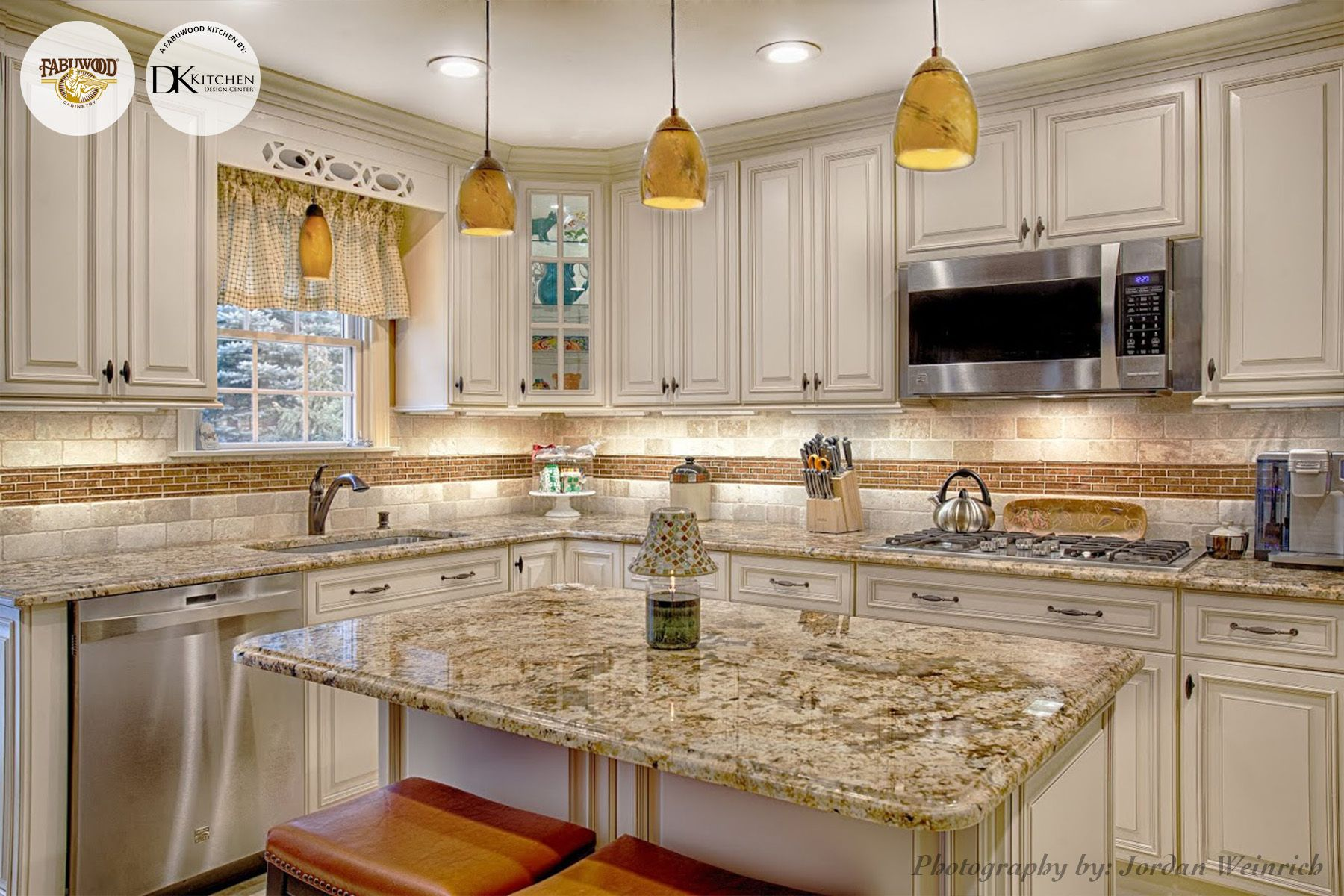 This Spectacular Kitchen Has All The Elements Of A Great Space Fantastic Lighting Stainless