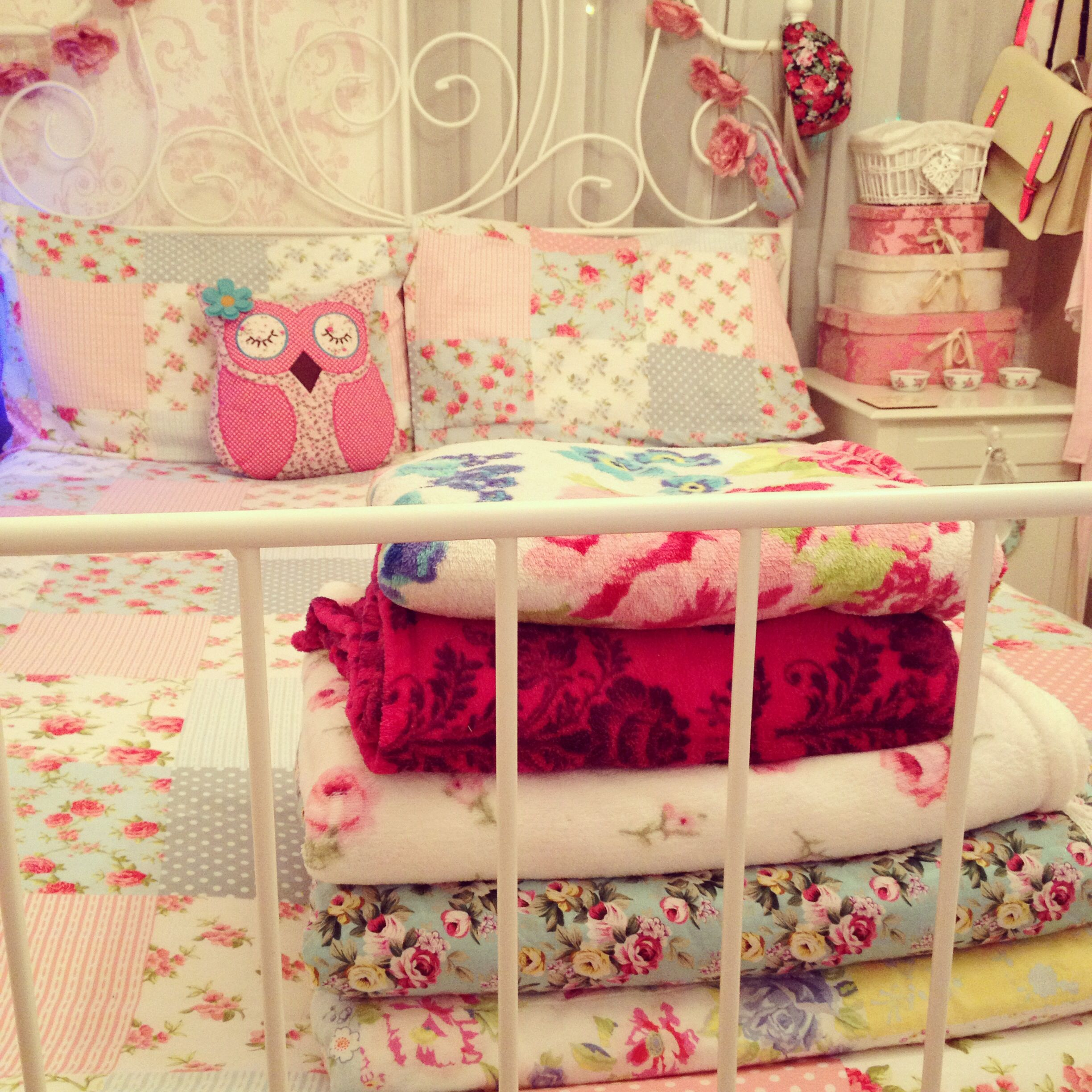 My clean shabby chic country cottage vintage kitsch bedroom ...