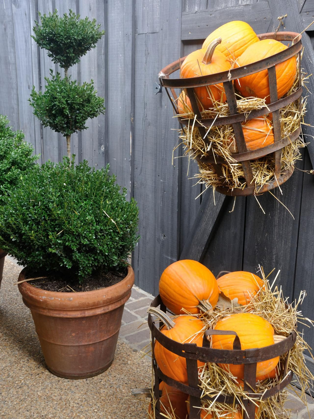 10 Fall Door Decorations That Aren\u0027t Wreaths Rustic baskets and - Front Door Halloween Decoration Ideas