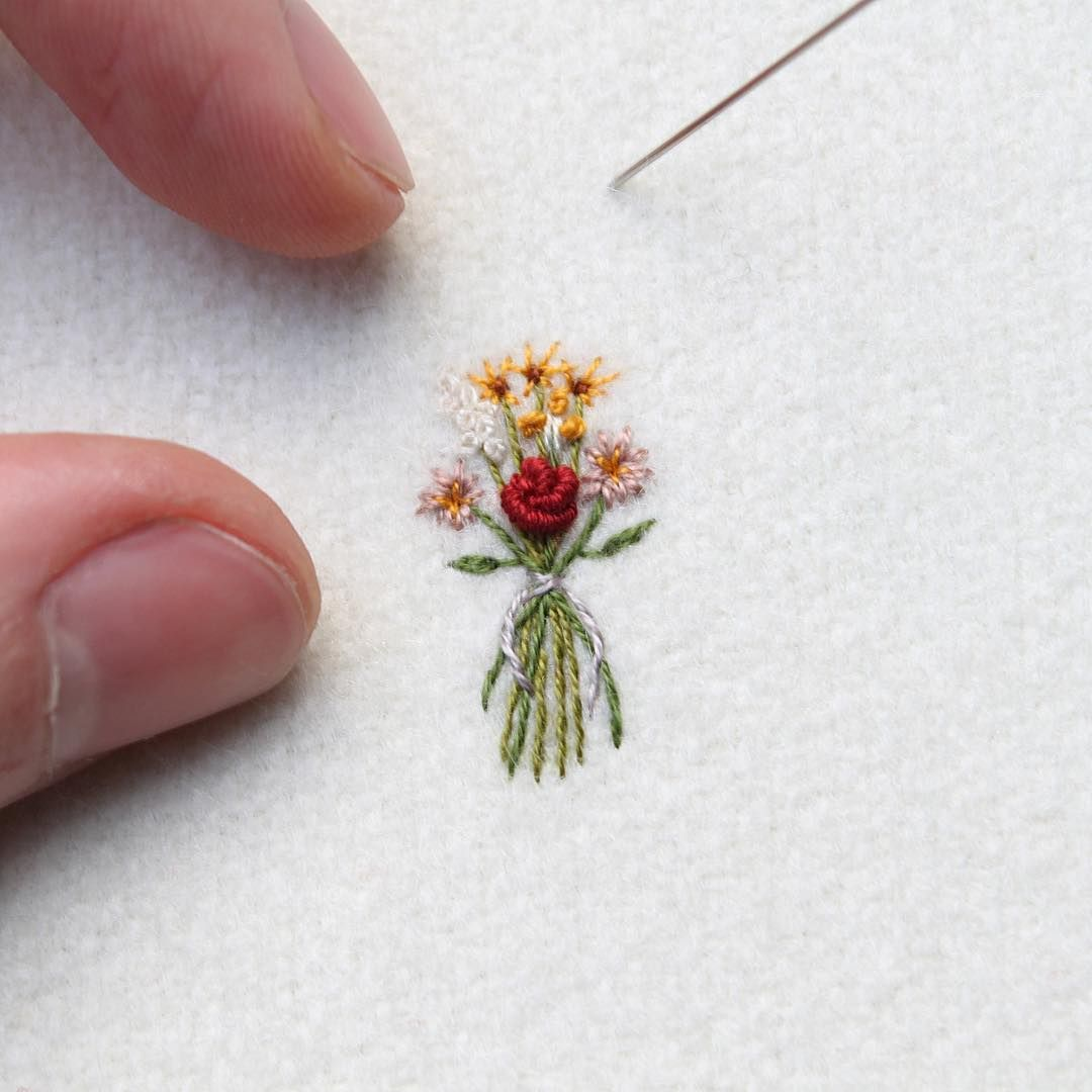 Tiny flowers to start a new big piece 💐 wip embroidery   Hand ...