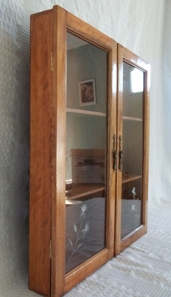 Vintage Wooden Wood Wall Display Cabinet от Graceyournest на Etsy