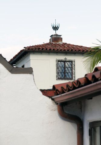 Spanish Stucco And Red Tile Roof In Santa Barbara Photo By Kim Reierson Dlg Lighting Co