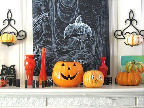 aspooktacularhalloween:  halloween mantle 2010 closeup by PollyPainting on Flickr.