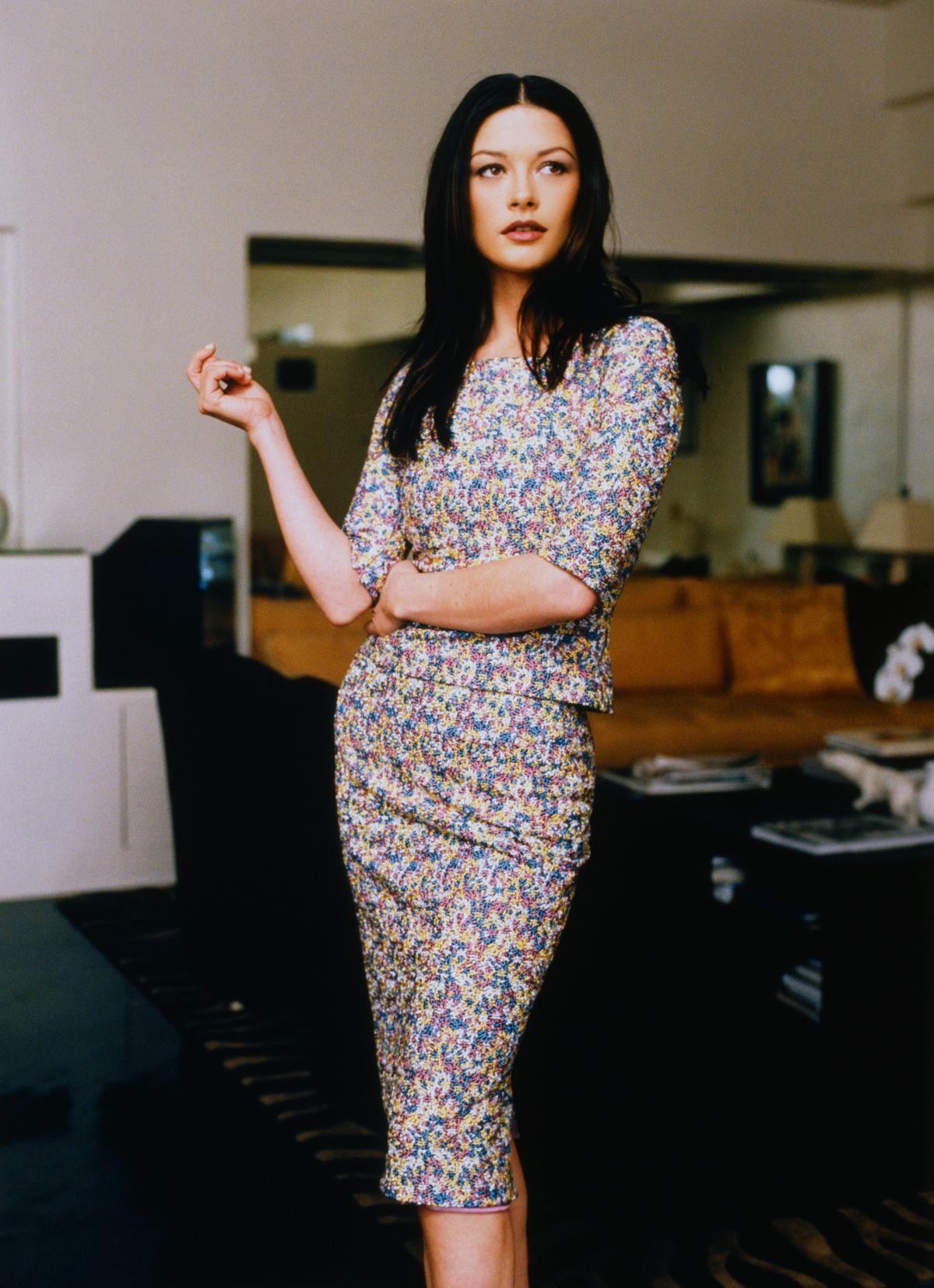 Pin by Scorpio Demonhunter on Fashion:1990s | Catherine zeta jones, Cathrine zeta jones, Catherine