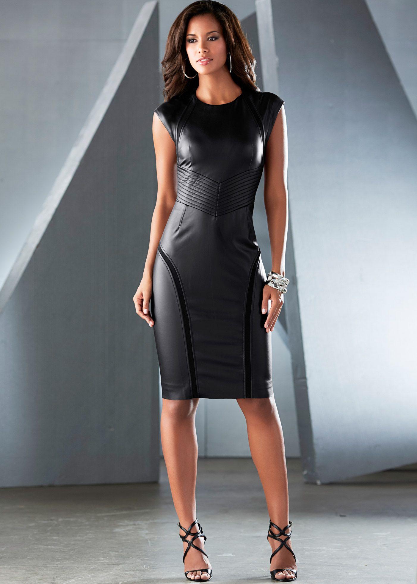 b71aab445 Vestido acinturado de couro sintético preto encomendar agora na loja  on-line bonprix.de R$ 219,00 a partir de Perfeito para a noite! Tubinho  moderno, com .