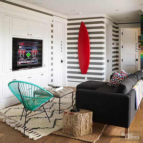 Decorating With Stripes For A Stylish Room: 27 Times Wallpaper Totally Nailed It