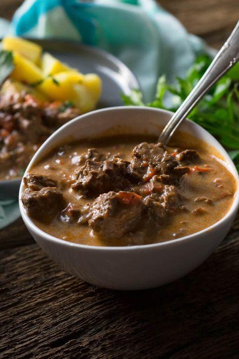 Butterweiches Gulasch aus dem Slowcooker | Rezept | küche ...