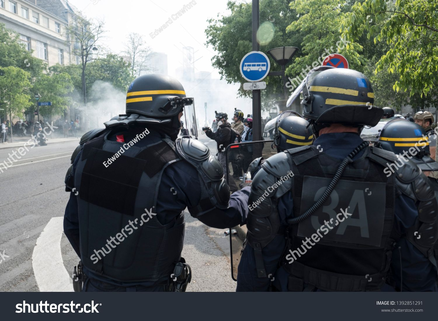 French Police Officers Stand Guard During The May Day Protest In Paris France 01 U002f05 U002f19 R Ad Affiliate Sta Police Officer Police Photo Editing