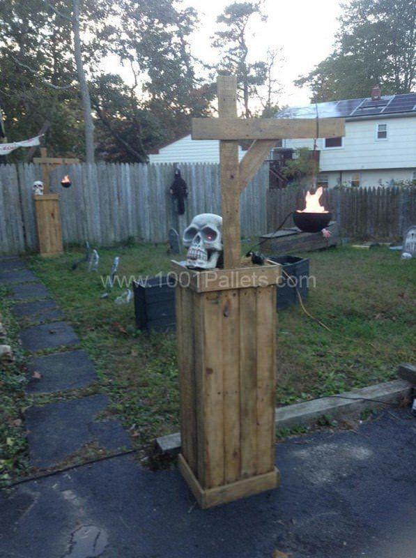 22 Superb Halloween Pallet Ideas, Wooden Pumpkins  Decorations - outdoor halloween ideas